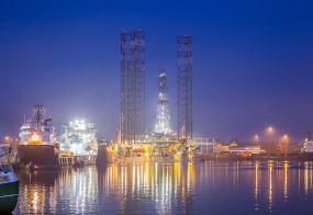 PERSBERICHT Na 20 jaar booreiland Port of Den Helder binnengesleept