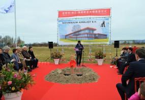 PERSBERICHT Chinese hoogwaardigheidsbekleders zetten eerste schop in zand voor megacomplex Airblast