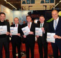 PERSBERICHT Eerste exemplaar 'Hollandse Kust – Where wind & water works' uitgereikt tijdens WindEurope